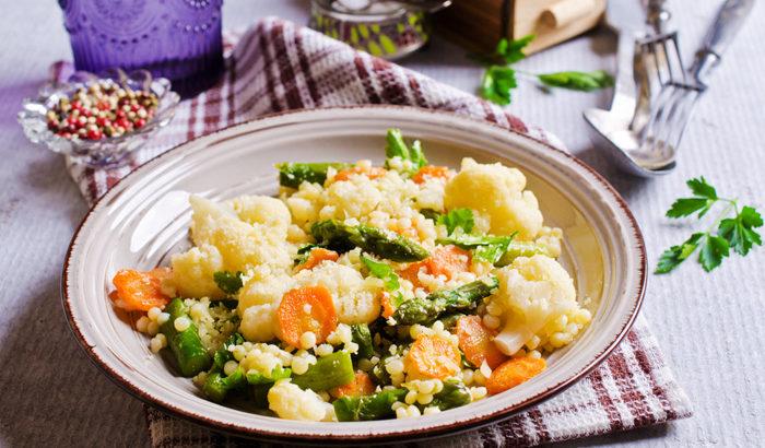 Cuscús con verduras y Piñones